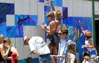Group of people painting a wall credit: Jon Sullivan